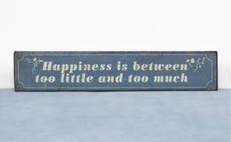 Szczęście jest między zbyt mało i zbyt dużo pozytywnej życie wycena zdjęcie royalty free