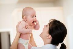 Szczęście - matka z dzieckiem zdjęcie royalty free