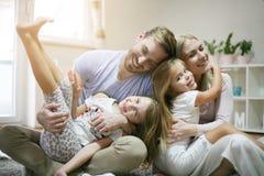 Szczęście szczęśliwy portret rodzinny Zdjęcia Royalty Free