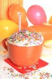 szczęśliwa świeczki urodzinowa babeczka Zdjęcie Royalty Free