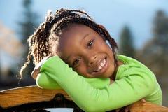 szczęśliwa Amerykanin afrykańskiego pochodzenia dziewczyna Zdjęcia Royalty Free