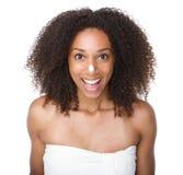 Szczęśliwa amerykanin afrykańskiego pochodzenia dziewczyna z śmietanką na nosie Fotografia Stock