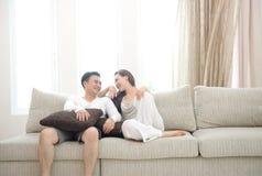 Szczęśliwa Azjatycka Para Zdjęcia Stock