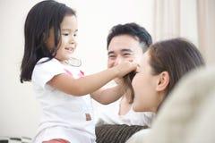 Szczęśliwa Azjatycka Rodzina Obraz Stock