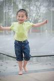 szczęśliwa azjatykcia chłopiec Zdjęcia Royalty Free