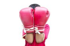 Szczęśliwa azjatykcia chłopiec jest ubranym boksera rękawiczki zdjęcie royalty free