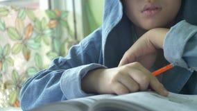 Szczęśliwa azjatykcia chłopiec robi twój pracie domowej z uśmiech twarzą 4K zbiory wideo