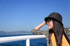 Szczęśliwa azjatykcia dziewczyna zdjęcie royalty free