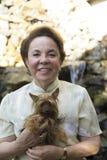 Szczęśliwa babcia I Jej pies zdjęcia stock