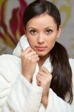 szczęśliwa bathrobe dziewczyna Zdjęcie Royalty Free
