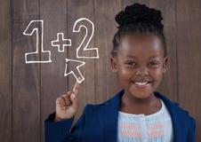 Szczęśliwa biurowa dzieciak dziewczyna dotyka edukaci ikonę przeciw drewno ściany tłu Fotografia Stock