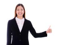 Szczęśliwa biznesowa kobieta uśmiecha się aprobaty na białym backg i daje Fotografia Stock