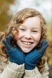 Szczęśliwa blond dziewczyna plenerowy portret zdjęcie royalty free