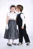Szczęśliwa całowanie chłopiec, dziewczyna i zdjęcia royalty free