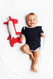 Szczęśliwa chłopiec i jego lis zabawka Zdjęcie Stock