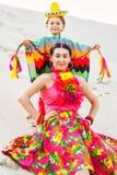 Szczęśliwa chłopiec i jego matka jest ubranym meksykanów Zdjęcie Stock
