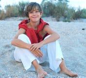 Szczęśliwa chłopiec na plaży Zdjęcia Royalty Free