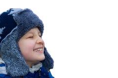szczęśliwa chłopiec nosi kapelusz zimy. Fotografia Royalty Free
