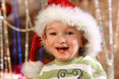 Szczęśliwa chłopiec przy Bożenarodzeniowym czasem Fotografia Stock