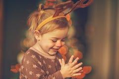 Szczęśliwa chłopiec w raindeer kostiumu zdjęcia royalty free