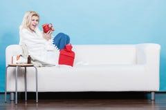Szczęśliwa chora kobieta czuje lepiej po traktowania Zdjęcia Stock