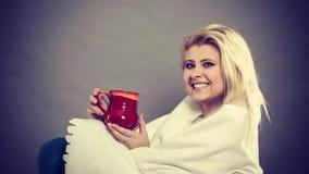 Szczęśliwa chora kobieta czuje lepiej po traktowania Fotografia Stock