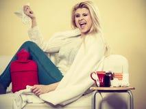Szczęśliwa chora kobieta czuje lepiej po traktowania Zdjęcia Royalty Free