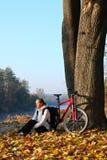szczęśliwa cyklista kobieta Zdjęcia Stock