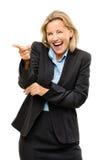 Szczęśliwa dojrzała biznesowa kobieta wskazuje śmiać się być niemądrym isolat Zdjęcia Stock