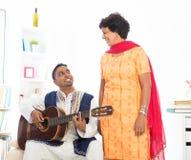 Szczęśliwa dojrzała Indiańska kobieta zdjęcia royalty free