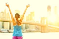 Szczęśliwa doping kobieta w Miasto Nowy Jork Obraz Stock