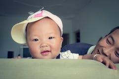 Szczęśliwa dziecko córka z jej ojcem 2 zdjęcie royalty free