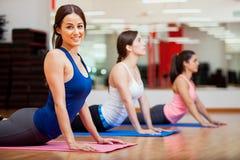 Szczęśliwa dziewczyna kocha jej joga klasę Obraz Royalty Free