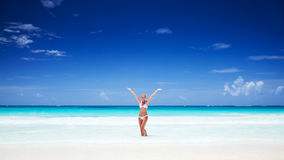 szczęśliwa dziewczyna plażowa zdjęcie stock