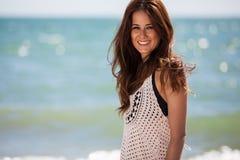 Szczęśliwa dziewczyna przy plażą Obrazy Royalty Free