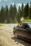 szczęśliwa dziewczyna samochodów Fotografia Royalty Free