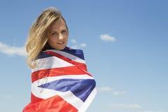 Szczęśliwa dziewczyna w brytyjskiej flaga Fotografia Royalty Free
