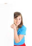 Szczęśliwa dziewczyna z miejscem dla twój teksta. fotografia royalty free