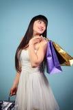 Szczęśliwa dziewczyna z zakupami. Obrazy Stock