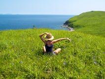 szczęśliwa dziewczyny łąka Obrazy Royalty Free