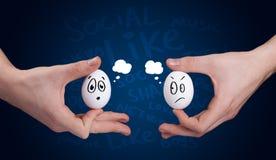 Szczęśliwa grupa jajka z ono uśmiecha się stawia czoło reprezentować socjalny sieć Fotografia Royalty Free