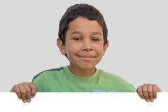 Szczęśliwa gypsy dziecka chłopiec z pustym papierem Zdjęcie Stock