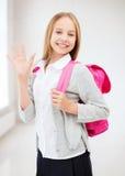 Szczęśliwa i uśmiechnięta nastoletnia dziewczyna zdjęcia stock