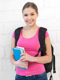 Szczęśliwa i uśmiechnięta nastoletnia dziewczyna obrazy stock