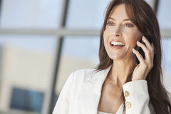 Szczęśliwa Kobieta lub Bizneswoman TARGET785_0_ na Telefon Komórkowy Fotografia Stock