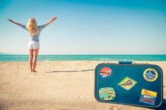 Szczęśliwa kobieta ma zabawę na wakacje Zdjęcie Stock