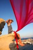 Szczęśliwa Kobieta na skale z czerwonym szalikiem Zdjęcie Royalty Free