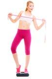 Szczęśliwa kobieta na ważyć skala Dieta ciężaru strata Zdjęcie Stock