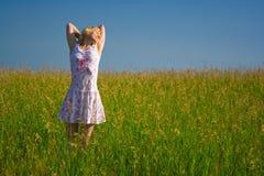 szczęśliwa kobieta piękno w terenie zdjęcie royalty free