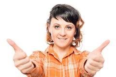 Szczęśliwa kobieta 25 rok trzyma aprobaty Fotografia Royalty Free